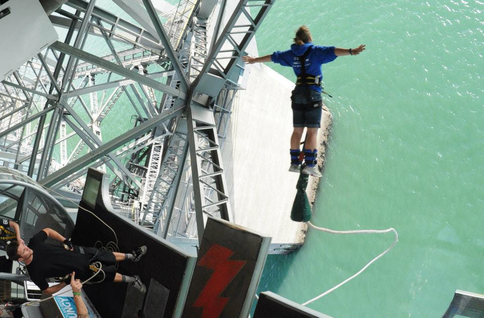 Bungy 2 off Auckland Harbour Bridge, New Zealand